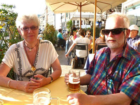 Efter vandring i centro historico i Genua sitter en kall birra perfekt