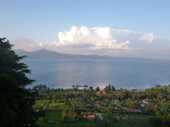 Kvällsstämning över Lago di Bracciano nordväst om Rom