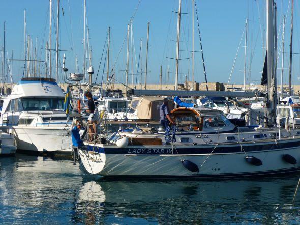 Lady Star IV från Karlshamn lämnar marinan Riva di Traiano i Civitavecchia