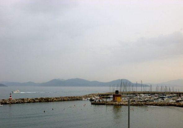Marinan i Salipoli med Elba i bakgrunden