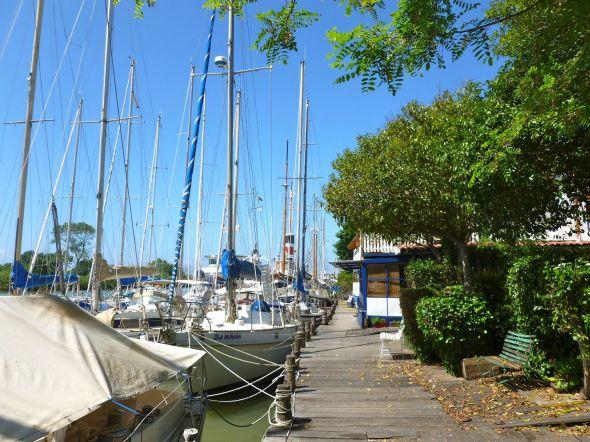 Vid mynningen av Fiumara Grande ligger flera båtvarv där man kan lägga upp båten