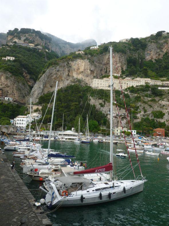 Ayfer vid kajen i Amalfi