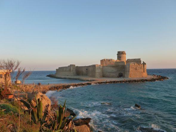 Kastellet som gett Le Castella dess namn