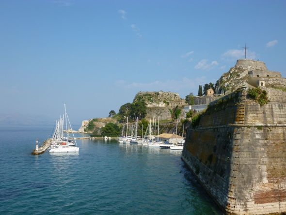 Mandraki marina i Korfu