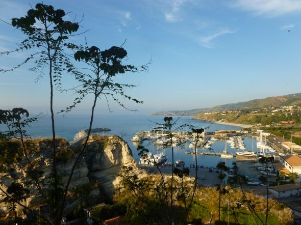Marinan i Tropea sedd uppifrån gamla stan