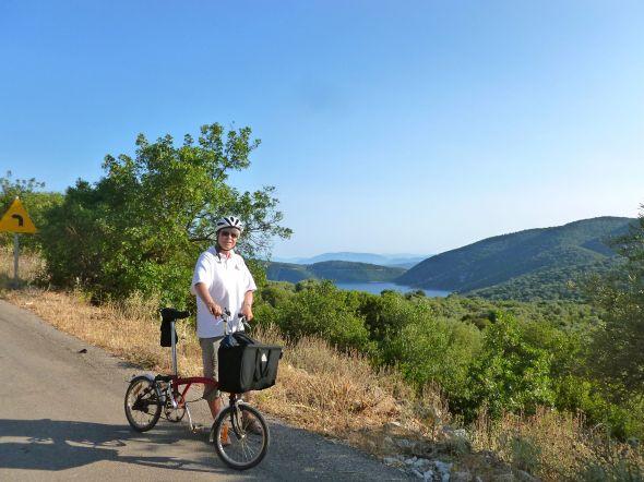 Nina på cykelutfärd till Vathi, Katomeri och Spartochori på Meganisi
