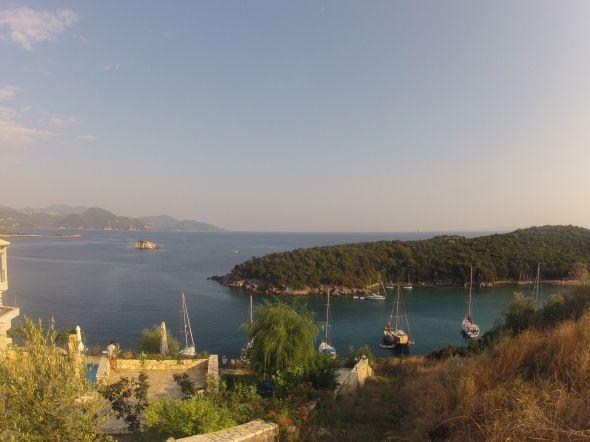 Ankring i Mourtos på grekiska fastlandet