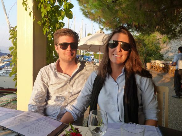 Viktor och Mimmi i Mandraki marina, Korfu