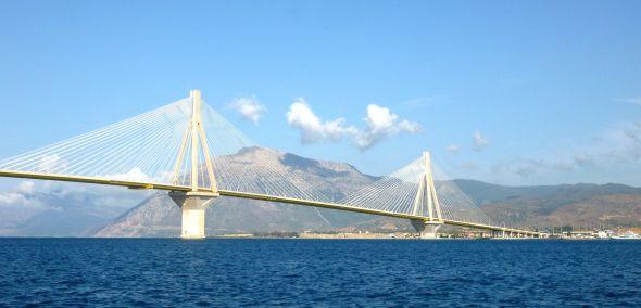 Bron mellan Peloponnesos och fasta Grekland