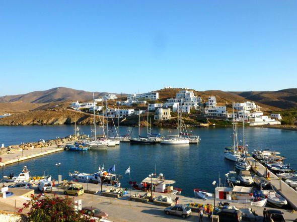 Hamnen i Loutra på Kythnos