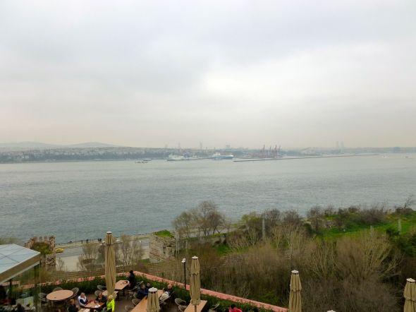 ... och Marmarasjön och södra inloppet till Bosporen, där man kan övervaka trafiken till och från Svarta havet