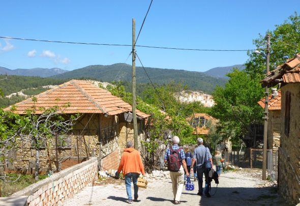 På väg till Faiks i bergen