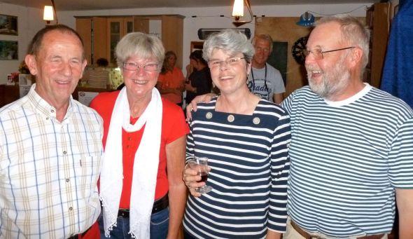 Mats, Lisbeth, Nina och Svante i vimlet på Trish