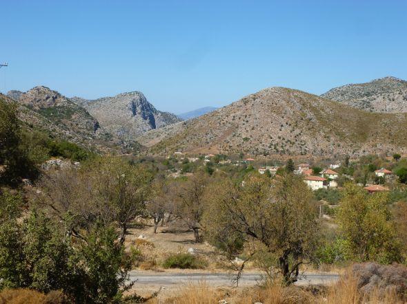 Utsikt över bergsbyn Avlana