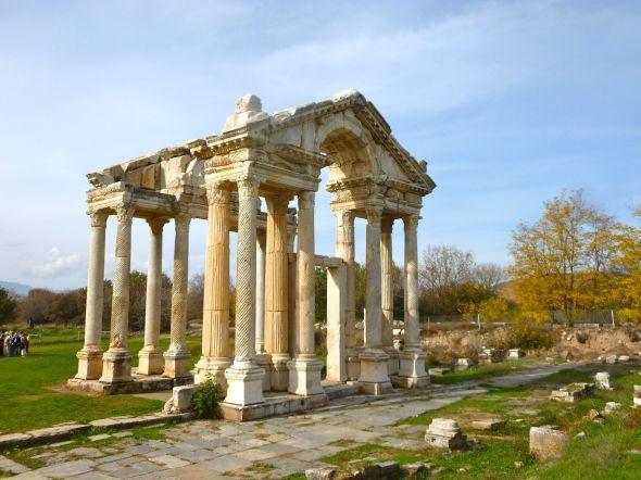 Afrodisias porten till Afroditetemplet