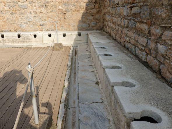 Kollektiv vattenklosett i antika Efesos
