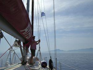 Vägen från Datca till Symi är kort, just så man hinner byta artighetsflagg
