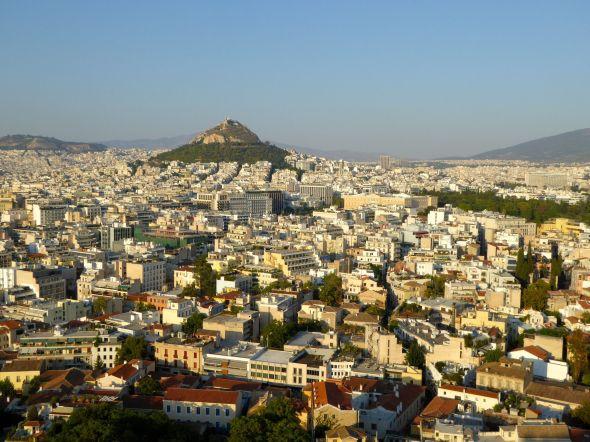 Utsikt från Akropolis mot Lykabettosberget, parlamentsbyggnaden till höger