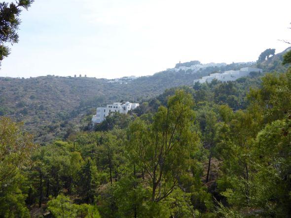Utsikt mot Choran från grottan