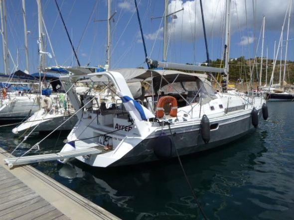 Ayfer vid bryggan i Leros marina