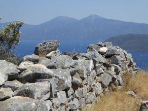 Samos stenmur med utsikt